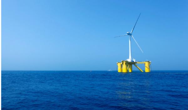 福島沖での浮体式風力発電事業の様子