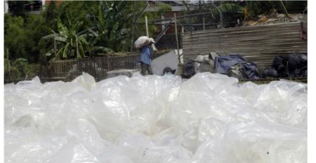 「再生資源」の名で輸入される「廃プラスチック」