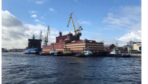 ムルノフ港に係留されているロモノフ号