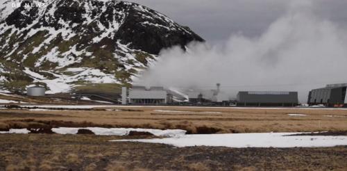 地熱が噴出すアイスランド