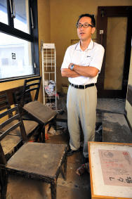 津波に被災し閉店した「牛角」鹿妻店。古藤野さんは別の場所で店舗再開を決断し、二重ローンに挑む=16日、石巻市鹿妻南