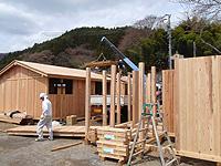 岩手県住田町にて。東日本大震災の被災地でも、一部の仮設住宅ではFSCの認証材が使われました.