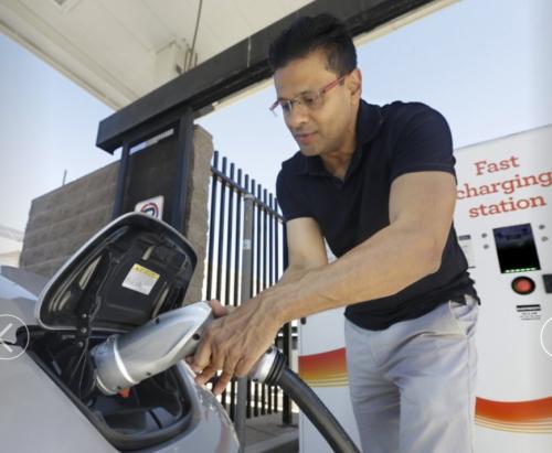 電気自動車の普及は充電ステーションの整備にあり