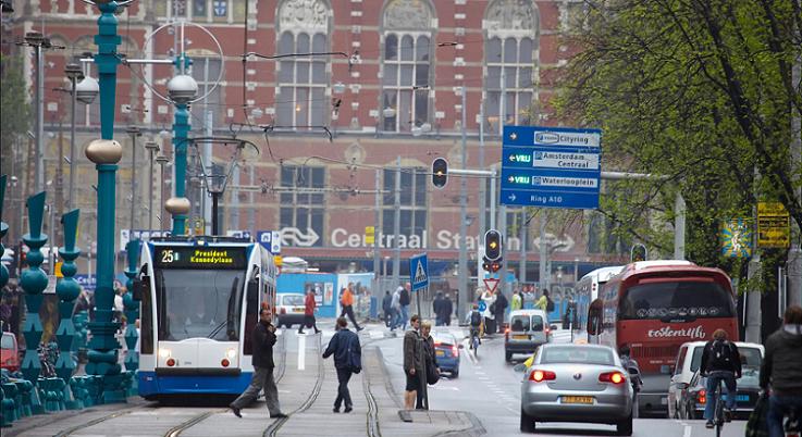 オランダの首都アムステルダム、2030年からガソリン車とディーゼル車の ...
