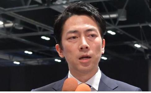なぜ、日本は不名誉な化石賞を授賞し続けるのか。コメントする小泉進次郎環境相=2019年12月、マドリード、松尾一郎撮影