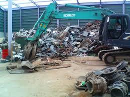 各地の廃材を集めたくず鉄