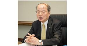 日本経済新聞のインタビューに応じる安藤健司社長