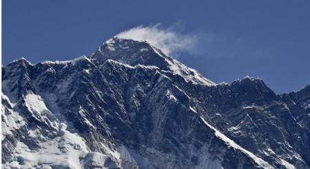 そのうち、エベレスト山頂にも設置か?!