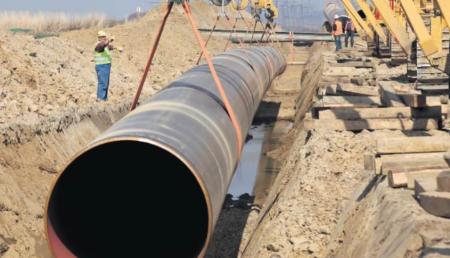 ロシアから欧州に延びる天然ガスパイプライン建設工事