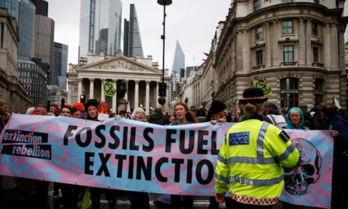 ロンドン・シティの金融街も抗議行動で埋め尽くされた
