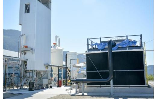 カナダ、ブリティッシュ・コロンビア州にあるカーボン・エンジニア社の実験プラントで、大気から二酸化炭素を回収するための装置
