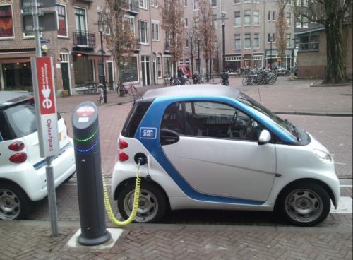 アムステルダム市内の電気自動車の充電設備