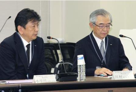 左が小早川社長。右は川村会長