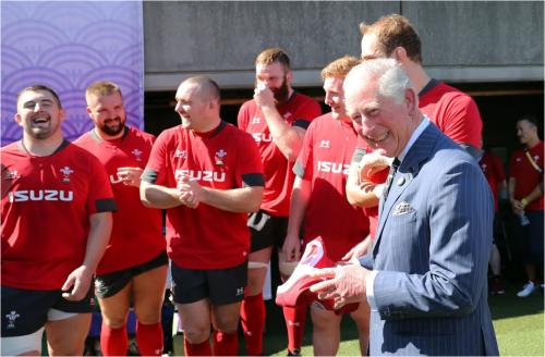 「プリンス・オブ・ウェールズ」だけに、ラグビーのウェールズの選手を準決勝前に励ました。