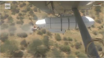 航空機から殺虫剤を散布。バッタの繁殖率を抑えられるか。