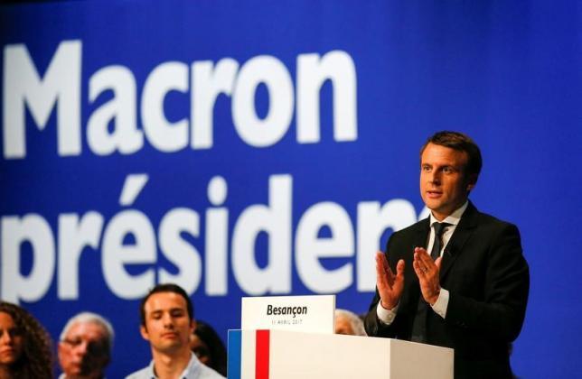 4月12日、調査会社オピニオンウェイが公表したフランス大統領選に関する最新の世論調査によると、決選投票では、マクロン氏(写真)対ルペン氏の場合、62%対38%でマクロン氏が勝利する見込みとなった。11日撮影(2017年 ロイター/Robert Pratta)