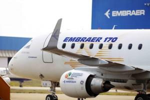 エンブラエル(Embraer)とボーイング(Boeing)がサトウキビから抽出したバイオ燃料を使用するプロジェクトに使用した小型ジェット機「エンブラエル(Embraer)170」(2011年8月25日撮影)。(c)ecool.jp/Embraer