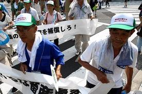 東京で抗議デモを行う福島県の人々(12日)Reuters