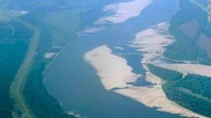 干上がった浅瀬が随所に顔を出すミシシッピー川