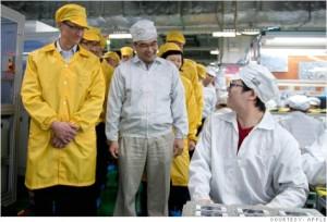 富士康科技集団(フォックスコン)を訪問するアップルのティム・クックCEO