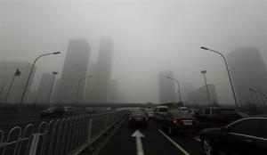 大気汚染でかすむ中国の街