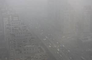 4月22日、中国で1989年に制定された環境保護法の改正案が、全国人民代表大会(全人代、国会に相当)常務委員会で今週審議される見通しとなった。北京(2014年 ロイター/Petar Kujundzic)