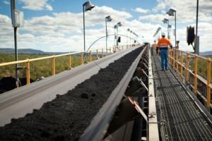 オーストラリア東部、ブリスベンの北西約760キロで操業中のコパベラ炭鉱。新しいクリーンエネルギー法が施行され、オーストラリアは二酸化炭素の排出量を削減する取り組みを開始した。