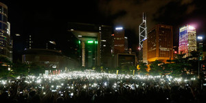 本物の選挙を! 中国共産党の決定に対し、民主派は続々と抗議に集まった(先月31日) Bobby Yip-Reuters