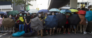 9月29日、香港の次期長官選挙の制度改革に反発した民主化デモは、「傘の世代」と呼ばれる十代の学生らが先頭に立っている。27日撮影(2014年 ロイター/Tyrone Siu)