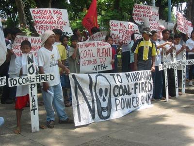 日本の官民石炭火力輸出に反対するインドネシアの住民