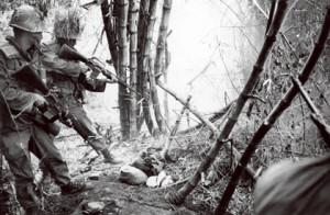 歴史を葬る 南ベトナムで戦う韓国兵は非情さで知られていた(写真は68年) Keystone-FranceーGamma-Keysone via Getty Images