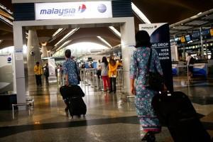 クアラルンプール国際空港を歩くマレーシア航空の客室乗務員 Zuma Press