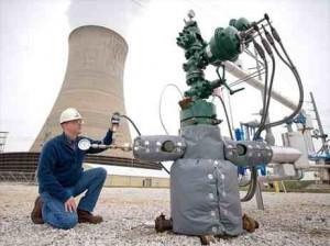 アメリカ、ウェストバージニア州のマウンテニア発電所では2011年、二酸化炭素(CO2)回収貯留(CCS)プロジェクトが経済的な理由により中止されている。写真は、回収したCO2の温度と圧力をチェックする装置。