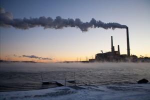 アメリカのウェストバージニア州にある石炭火力発電所。最新の研究によると、世界中の石炭火力発電を天然ガスに切り替えたとしても、地球温暖化対策としてはほとんど効果がないという。