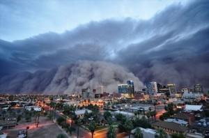 """アリゾナ州、フェニックスを襲う砂嵐「ハブーブ(haboob)」(資料写真)。アラビア語で""""暴風""""を意味する。"""