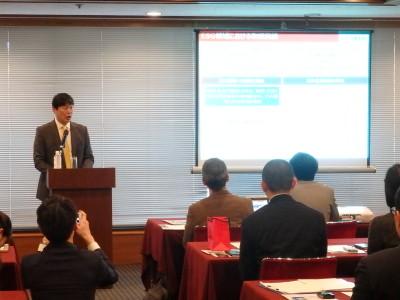 ESG債投資が1500億円に達した、と説明する大関日本生命取締役執行役員