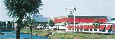 三菱自動車のオランダ工場(同社提供)