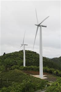 大川原高原で稼働中の風力発電施設=徳島県・佐那河内村