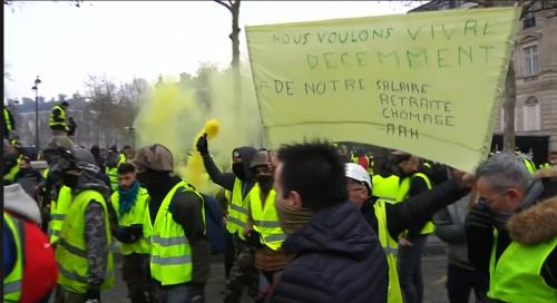 先週末のパリ市内での抗議行動の様子