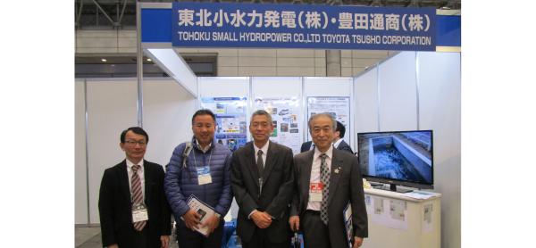 右から、北林・秋田県信用組合理事長、和久・東北小水力発電社長、トヨタ自動車技術担当、豊田通商部長