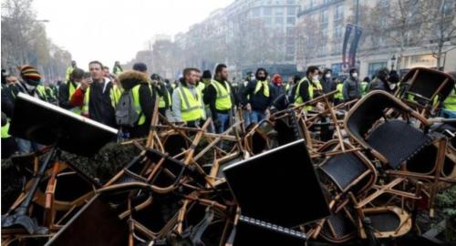 パリ市内に築かれたバリケード