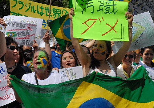 ブラジル反政府デモ 在日ブラジ...