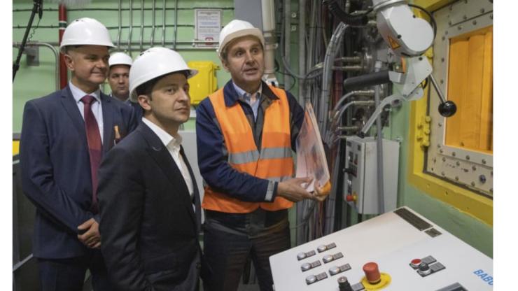 チェルノブイリ原発4号機の解体作業開始の式典に参加したウクライナのゼレンスキー大統領
