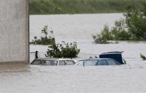被災地を訪問したドイツのメルケル首相は4日、1億ユーロ(約130億円)の緊急支援を実施する考えを表明した。