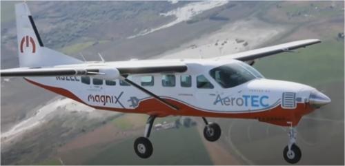 初飛行に成功した9人乗り電動飛行機