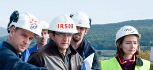 原発を視察するフランス放射線防護原子力安全研究所(IRSN)のスタッフ