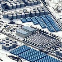 敷地内にびっしり建造された汚染水貯蔵のタンク群
