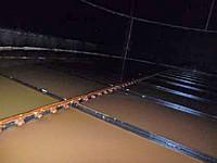 東京電力福島第1原発で、高濃度汚染水が漏れたタンクの底部。目立った損傷はないという=23日撮影(東電提供)