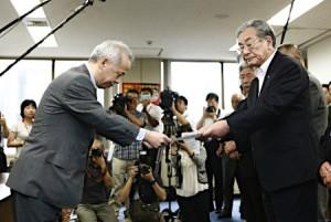 広瀬東電社長(左)、JF全漁連の岸会長らと会談
