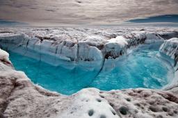 温暖化で氷河の崩壊が進むグリーンランド
